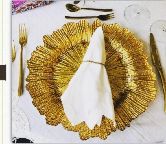 Plato-dorado-flor